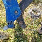 le Gripple installé permet de retendre le fils de soutient à l' aide d' une pince adéquate